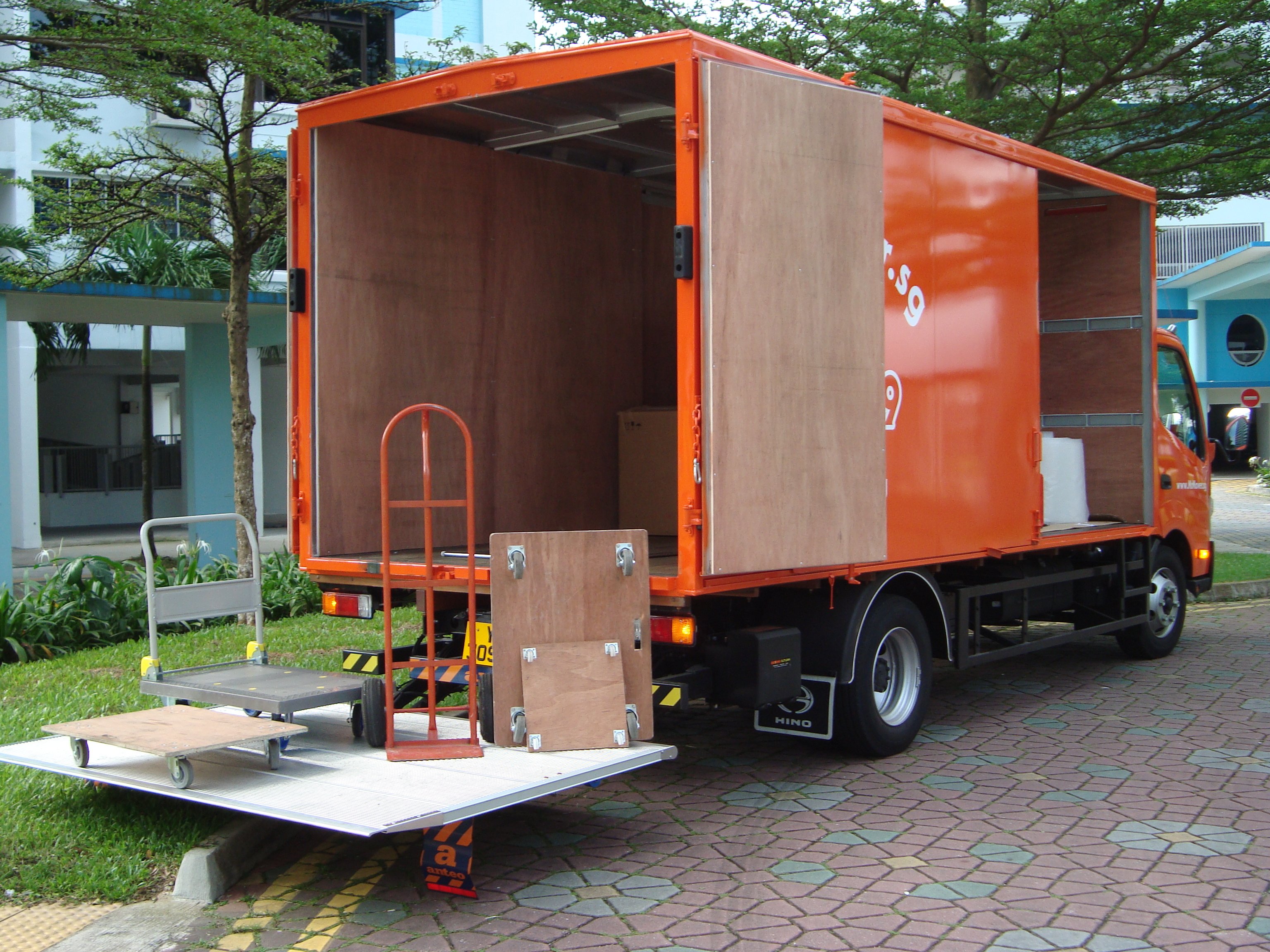 Tailgate lorry for heavy goods